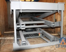 Scissor cargo lifting table
